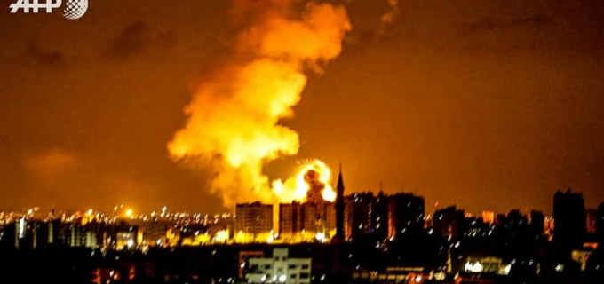 Des avions de combat israéliens ont mené une série de frappes aériennes sur Gaza la nuit dernière.  Aucune victime humaine n'a été signalée jusqu'à présent