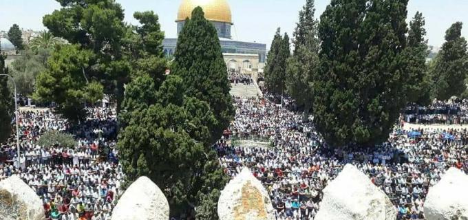 Environ 280 000 fidèles, principalement palestiniens, ont pu prier dans la mosquée D'Al-Aqsa dans la ville sainte le 4ème vendredi du Ramadan