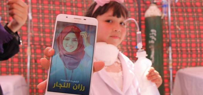 Israël a tué Razan Alnajjar, il y a eu 100 palestiniennes pour prendre sa place