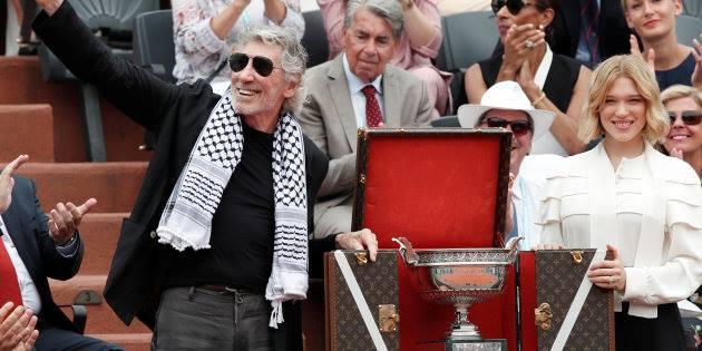 Roger Waters (Pink Floyd) porte son keffieh en direct pendant la finale de Roland-Garros