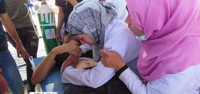 Une ambulancière palestinienne est allé faire un traitement à l'un des blessés à la frontière de Gaza et a découvert que l'un des blessés était son mari.