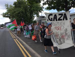 À Oldham (Ville en Angleterre), des militants pro-Palestiniens protestent contre l'existence immorale d'une usine d'armes israélienne, mortelle sur le sol britannique3