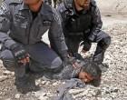 C'est une femme sous les bottes des soldats israéliens !