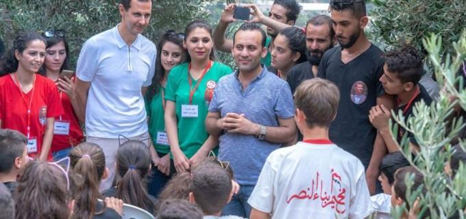 En images : Le Président Bachar Al-Assad et son épouse rendent visite à des filles et fils de martyrs, et de blessés…