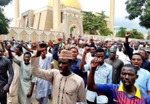 Les manifestants nigérians à Abuja appellent à la libération de l'éminent clerc Sheikh Zakzaky1