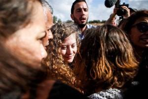 L'icône de la Résistance palestinienne Aheed Tamimi est libérée des prisons israéliennes après 8 mois de détention, aujourd'hui.1