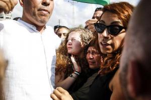 L'icône de la Résistance palestinienne Aheed Tamimi est libérée des prisons israéliennes après 8 mois de détention, aujourd'hui.2