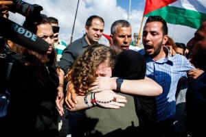 L'icône de la Résistance palestinienne Aheed Tamimi est libérée des prisons israéliennes après 8 mois de détention, aujourd'hui.3