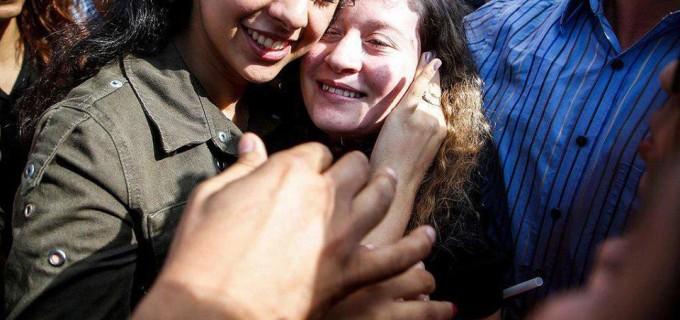 L'icône de la Résistance palestinienne Aheed Tamimi est libérée des prisons israéliennes après 8 mois de détention