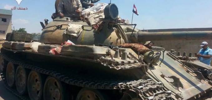 Photos de l'arrivée de l'Armée Arabe Syrienne et des forces alliées dans la ville de Al Hara, dans la zone rurale de Deraa, levant le drapeau de la République Arabe Syrienne