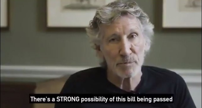 Roger Waters, co-fondateur de Pink Floyd, demande aux citoyens et aux hommes politiques irlandais de soutenir un projet de loi du parlement irlandais qui interdit les produits de colonisation israéliens illégaux.