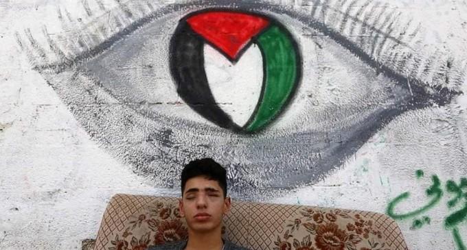 Saleh Ashour, un palestinien de Gaza, 16 ans, a perdu la vue après avoir été pris pour cible par les troupes israéliennes lors des manifestations de la Grande Marche du Retour.