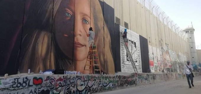 Une fresque de Aheed Tamimi récemment dessinée sur le mur de l'apartheid à Bethléem