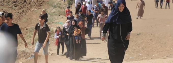 Les familles palestiniennes participent aux manifestations de la Grande Marche du Retour à la frontière de Gaza