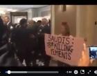 CETTE FEMME N'EST PAS MUSULMANE MAIS PLEURE SA PROTESTATION CONTRE LE GÉNOCIDE SAOUDIEN AU YÉMEN