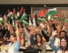 Les drapeaux palestiniensont été soulevés hier lors de la conférence annuelle des syndicats britanniques en solidarité avec le peuple palestinien.