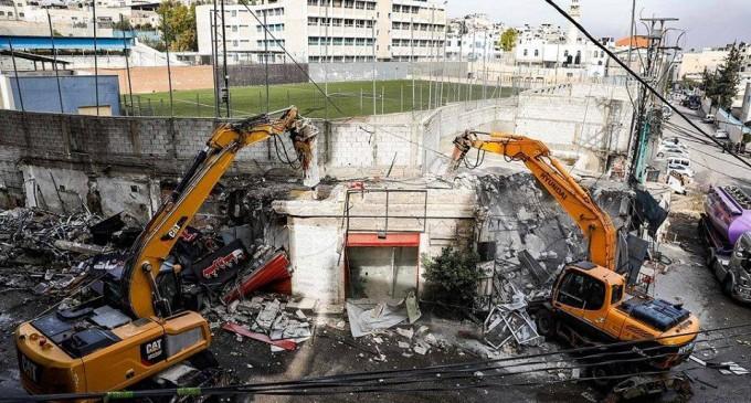 16 magasins palestiniens ont été complètement démolis par les autorités israéliennes aujourd'hui!!!