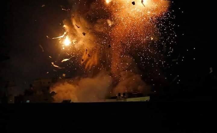 La seule lumière sur Gaza la nuit est la lumière des frappes aériennes israéliennes 2
