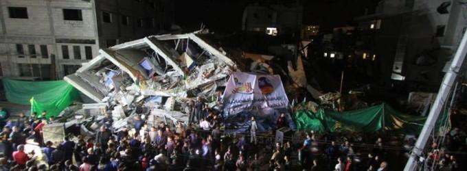 Manifestations de masse près du siège de la chaîne Al Aqsa TV détruite, pour faire preuve de solidarité avec la chaîne et la résistance.