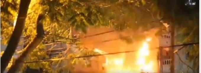 Vidéo du moment où le bâtiment résidentiel la été complètement détruit par les missiles F16 Israéliens