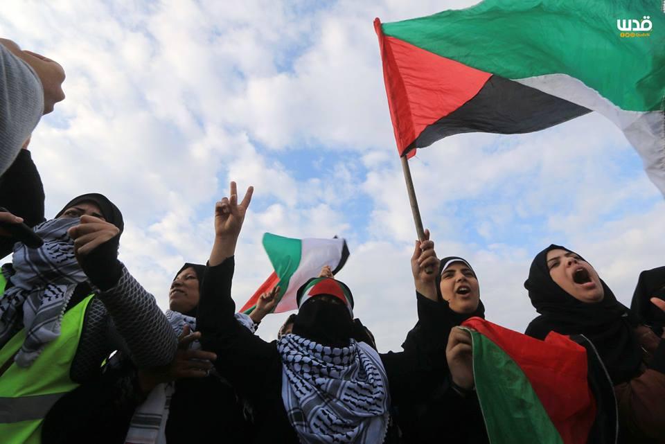es femmes palestiniennes participent aux manifestations de la Grande Marche du Retour à la frontière de Gaza, hier3