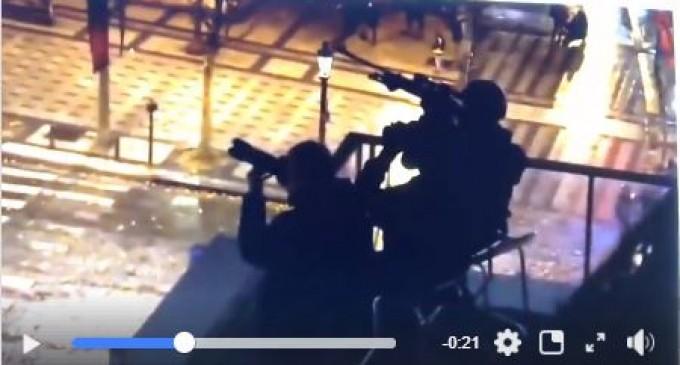 Les snipers surveillent les manifestants pacifiques à Paris…