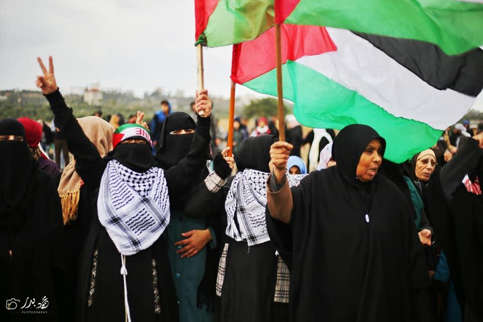 Malgré un temps pluvieux, les femmes palestiniennes prennent part au 40ème vendredi de la Grande Marche du Retour à la frontière de Gaza, aujourd'hui.1