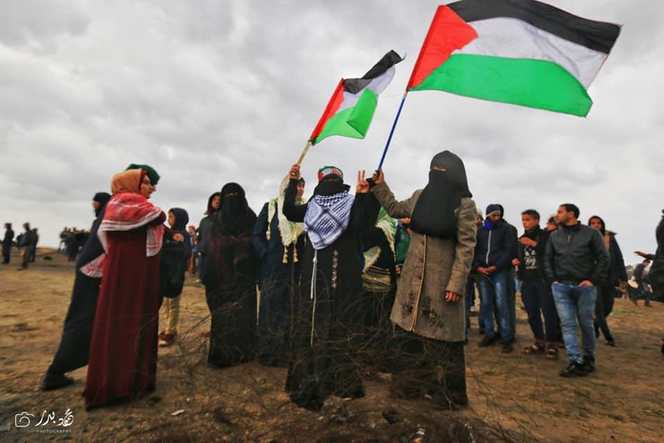 Malgré un temps pluvieux, les femmes palestiniennes prennent part au 40ème vendredi de la Grande Marche du Retour à la frontière de Gaza, aujourd'hui.3