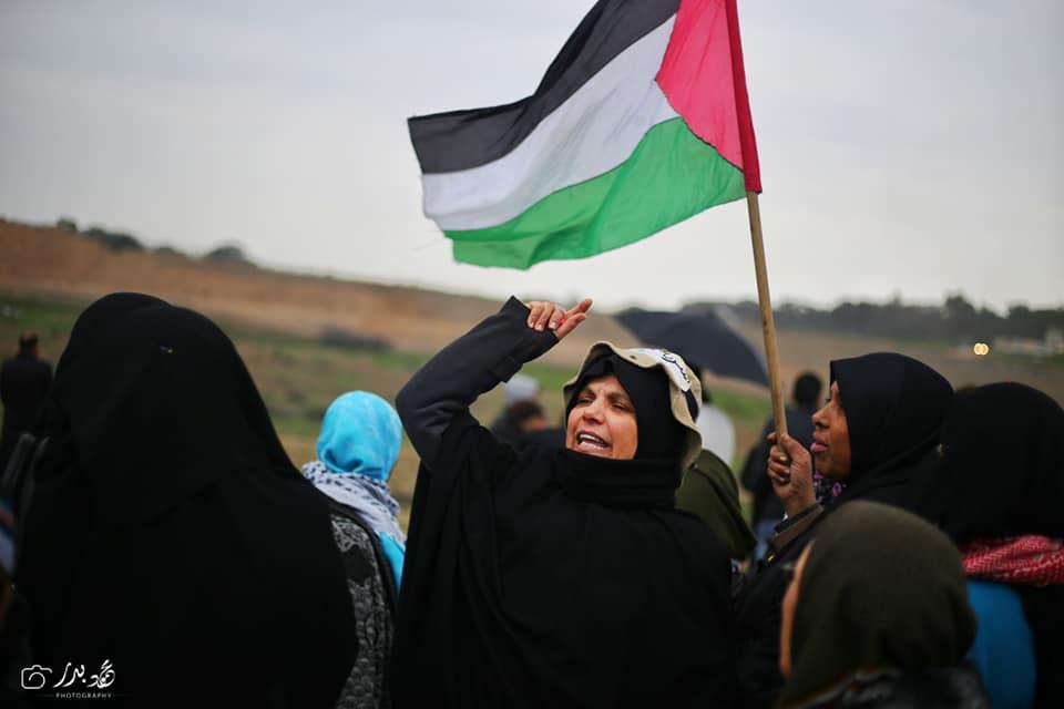 Malgré un temps pluvieux, les femmes palestiniennes prennent part au 40ème vendredi de la Grande Marche du Retour à la frontière de Gaza, aujourd'hui.4
