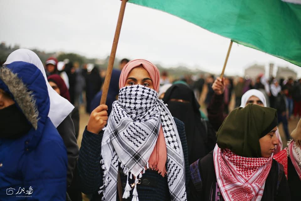 Malgré un temps pluvieux, les femmes palestiniennes prennent part au 40ème vendredi de la Grande Marche du Retour à la frontière de Gaza, aujourd'hui.5