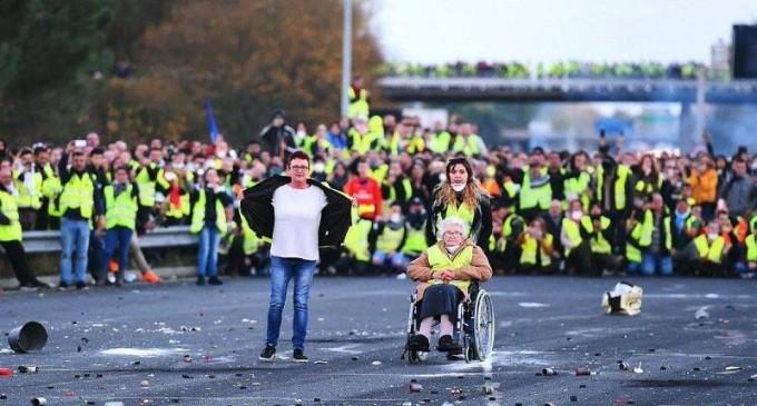 Quelques images des Gilets jaunes qui manifestent partout en France