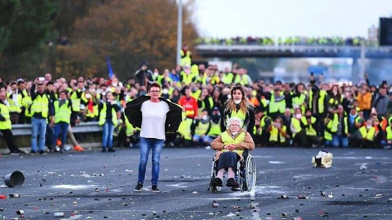 Quelques images des Gilets jaunes qui manifestent partout en France1