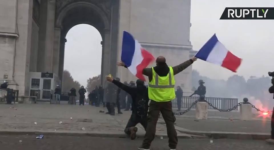 Quelques images des Gilets jaunes qui manifestent partout en France3