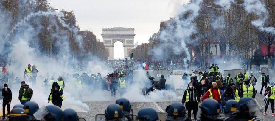 Quelques images des Gilets jaunes qui manifestent partout en France4