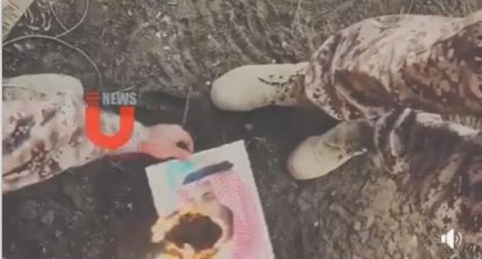 Des soldats saoudiens brûlent le portrait de MBS à la frontière avec le Yémen..