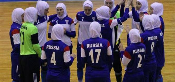 L'équipe russe de futsal joue contre des Iraniennes en hijab en signe de respect pour la religion islamique iranienne