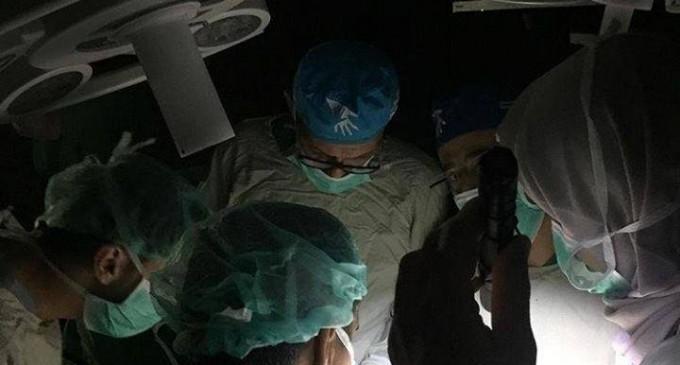 Vous imaginez qu'il faut faire une opération dans l'obscurité ?