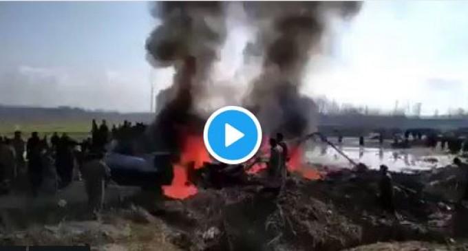 URGENT : Des avions de combat pakistanais abattent 2 avions de combat indiens.. dont un à l'intérieur du territoire pakistanais.. et capturent son pilote..