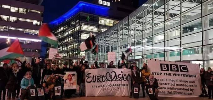 Des militants pro-Palestiniens se sont réunis devant la BBC Media City à Manchester