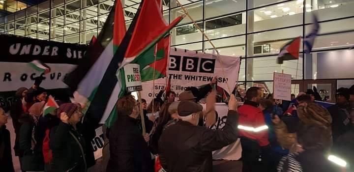 Des militants pro-Palestiniens se sont réunis devant la BBC Media City à Manchester2
