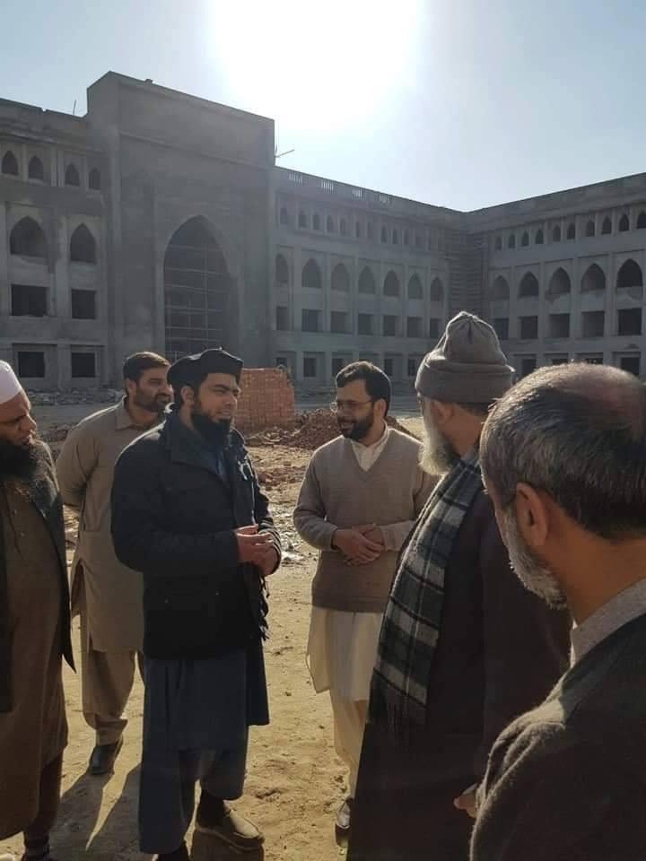 Juste heureux de voir l'unité de nos frères chiites et sunnites au Pakistan...2