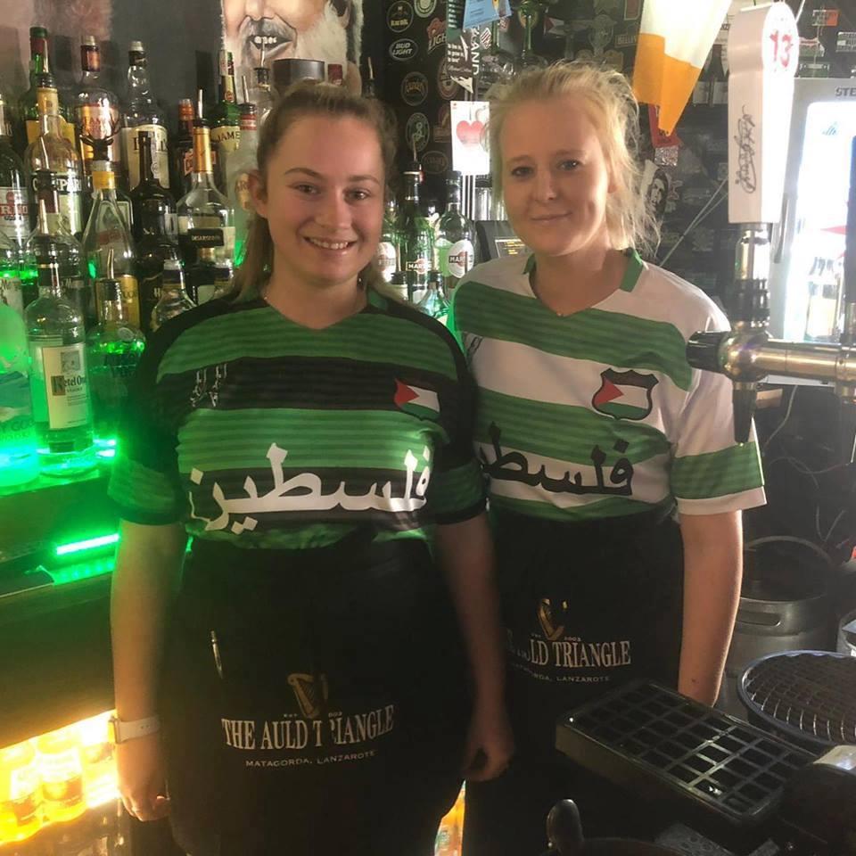 Les fans du club celtique se préparent pour le prochain match de leur club, portant des t-shirts avec l'écriture arabe de la #Palestine.1