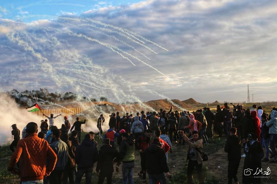 Photos de la Grande MArche du Retour de vendredi montrant de lourdes tirs de gaz lacrymogène sur les manifestants Palestiniens.1
