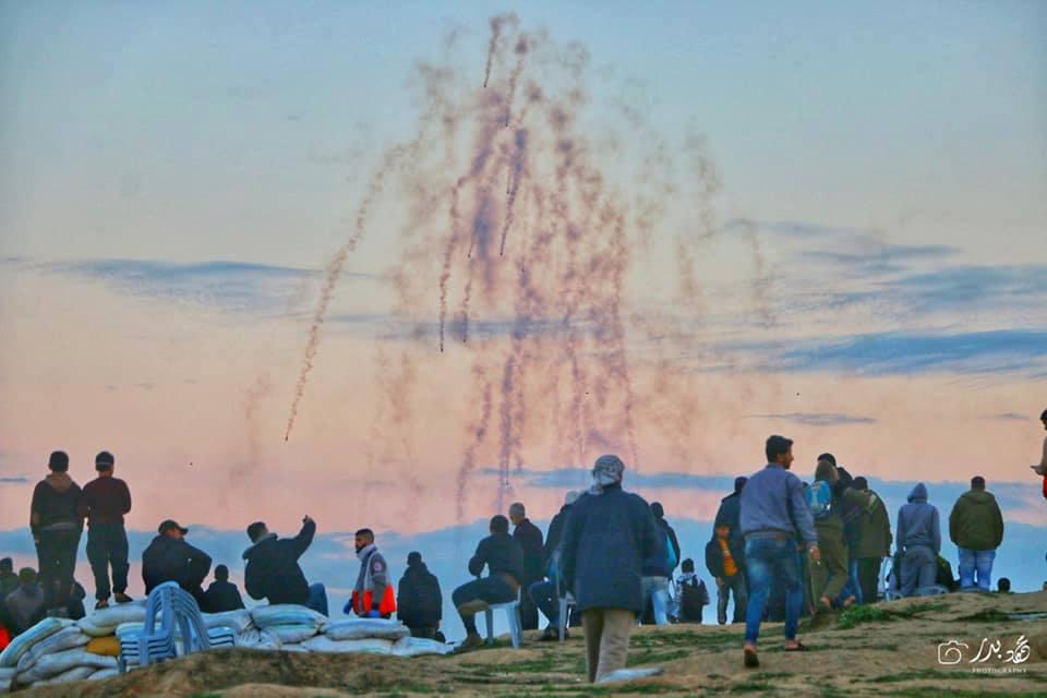 Photos de la Grande MArche du Retour de vendredi montrant de lourdes tirs de gaz lacrymogène sur les manifestants Palestiniens.2