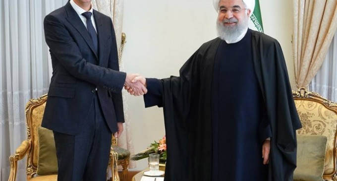 Regardez l'accueil chaleureux du Président Assad par le Guide suprême de la révolution iranienne et par le Président Iranien