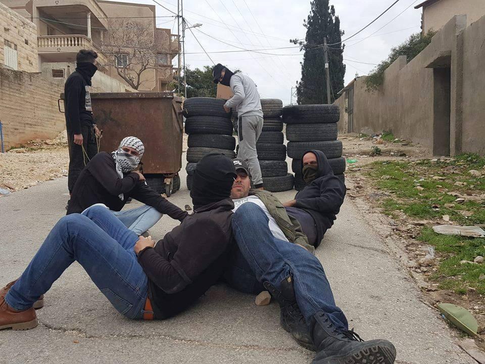Scènes des affrontements entre les soldats de l'occupation et les jeunes Palestiniens dans le village de Kafr Qaddum dans la Cisjordanie occupée