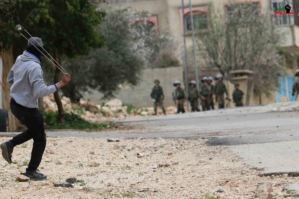 Scènes des affrontements entre les soldats de l'occupation et les jeunes Palestiniens dans le village de Kafr Qaddum dans la Cisjordanie occupée2
