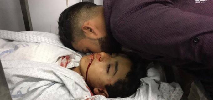 Un adieu au martyr Hassan Shalabi à Gaza. Hassan a été abattu par les forces d'occupation à la frontière de Gaza tout en prenant part aux manifestations de la Grande Marche du Retour aujourd'hui.