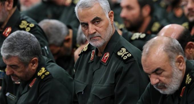 L'Ayatollah Khamenei a honoré le Général Major Soleimani avec la médaille de Dhoul fiqar