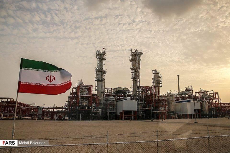 Le Président Rouhani a inauguré de nouvelles phases de Pars jenobi.3